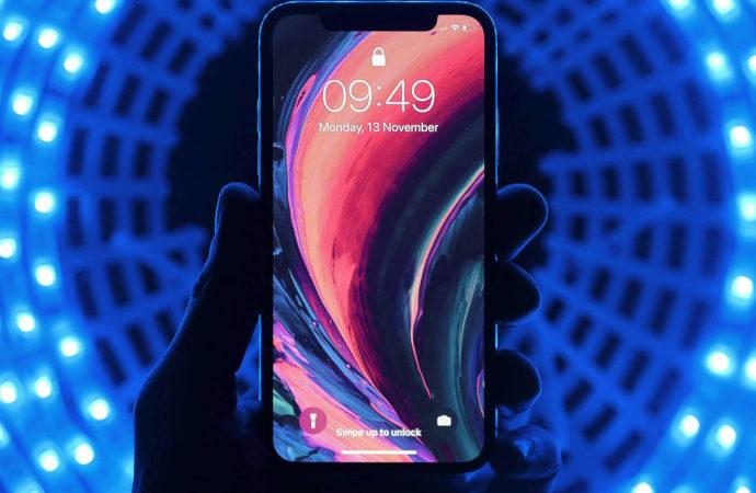 Rynek smartfonów: sprzedaż spadła, ale wybieramy droższe modele